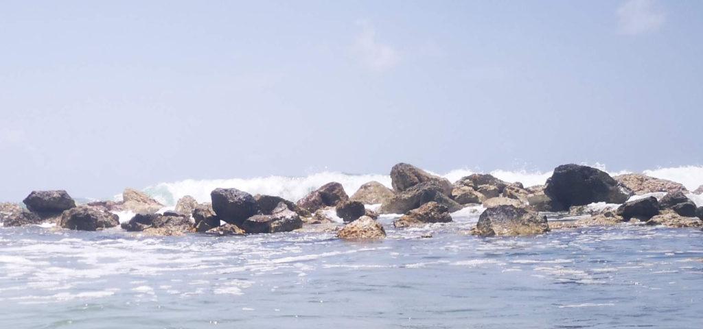 Oleaje adentrándose en la playa.